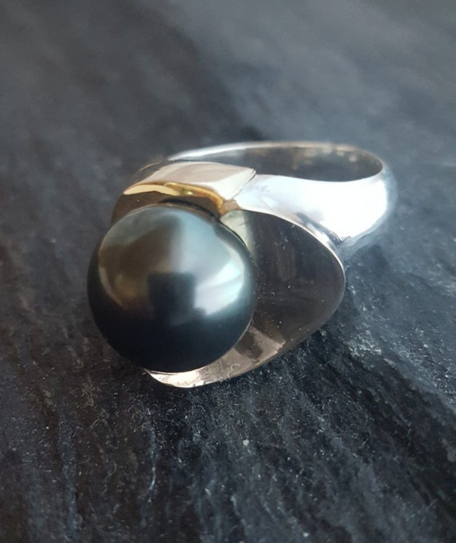 Black Tahitian pearl silver ring - with solid gold image 2