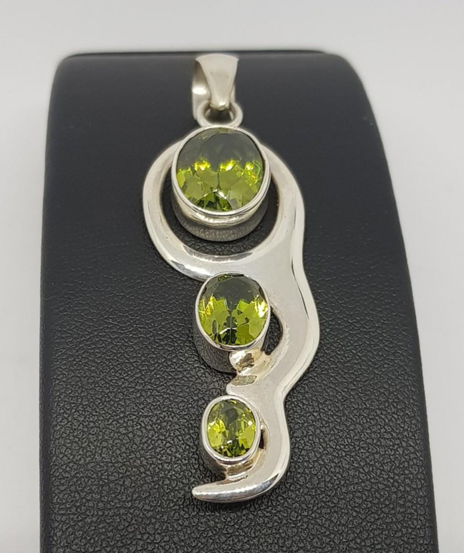 Green peridot pendant image 0