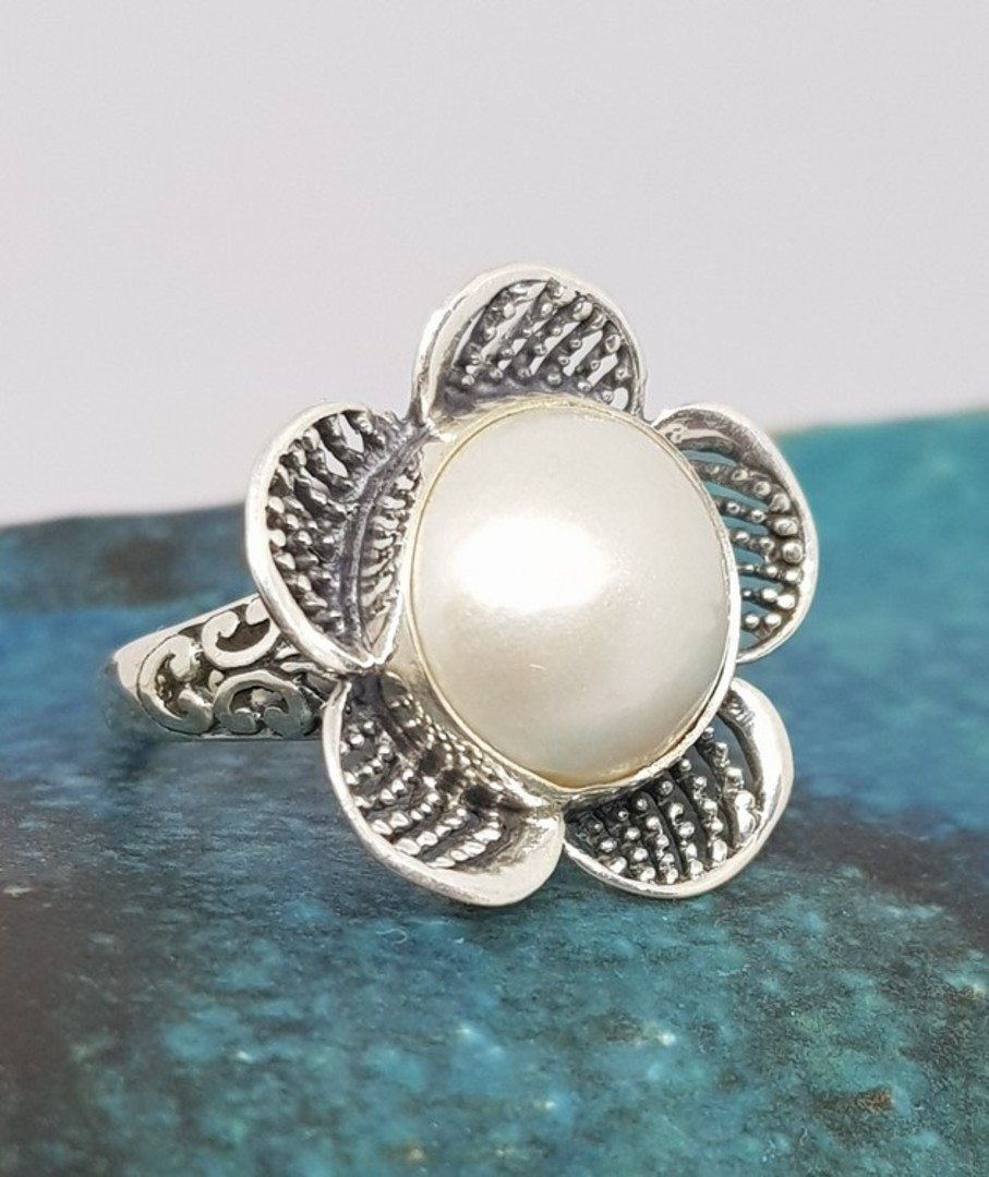 Sterling silver white pearl ring in a flower design image 0