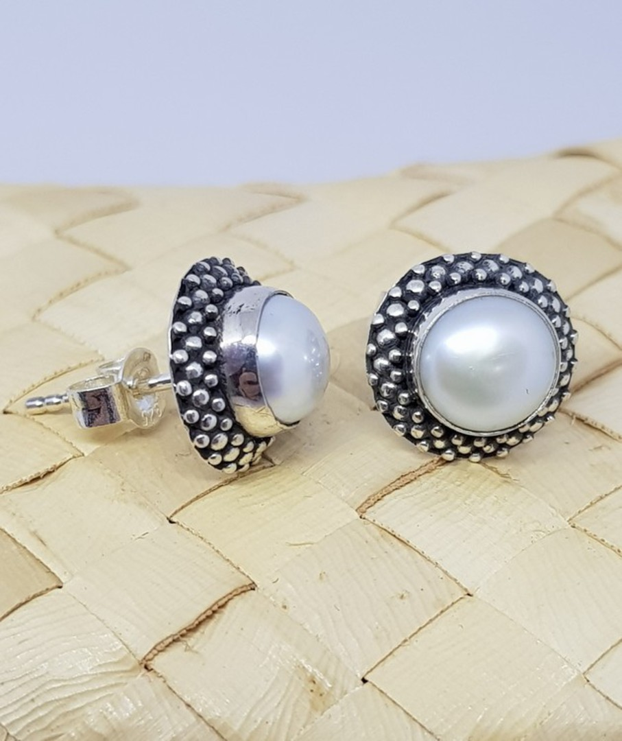 White pearl stud earrings with decorated setting image 1
