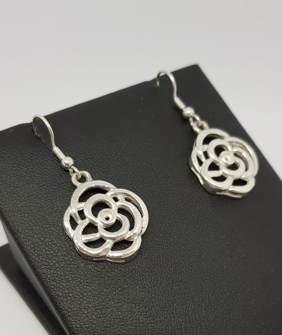 Made in New Zealand, silver flower earrings image 2