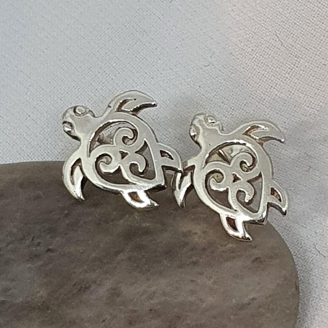 Cute little turtle stud earrings image 0