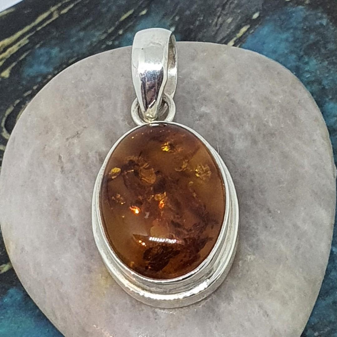 Oval amber pendant image 2