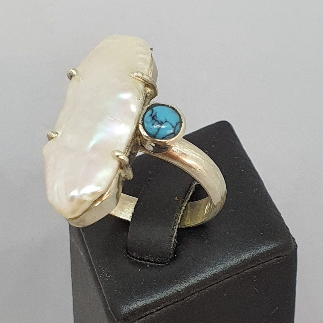 Large fresh water pearl offset with turquoise gemstone, sterling silver ring image 0