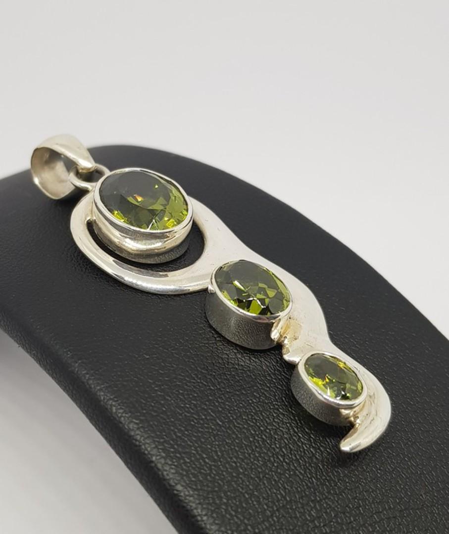 Green peridot pendant image 1
