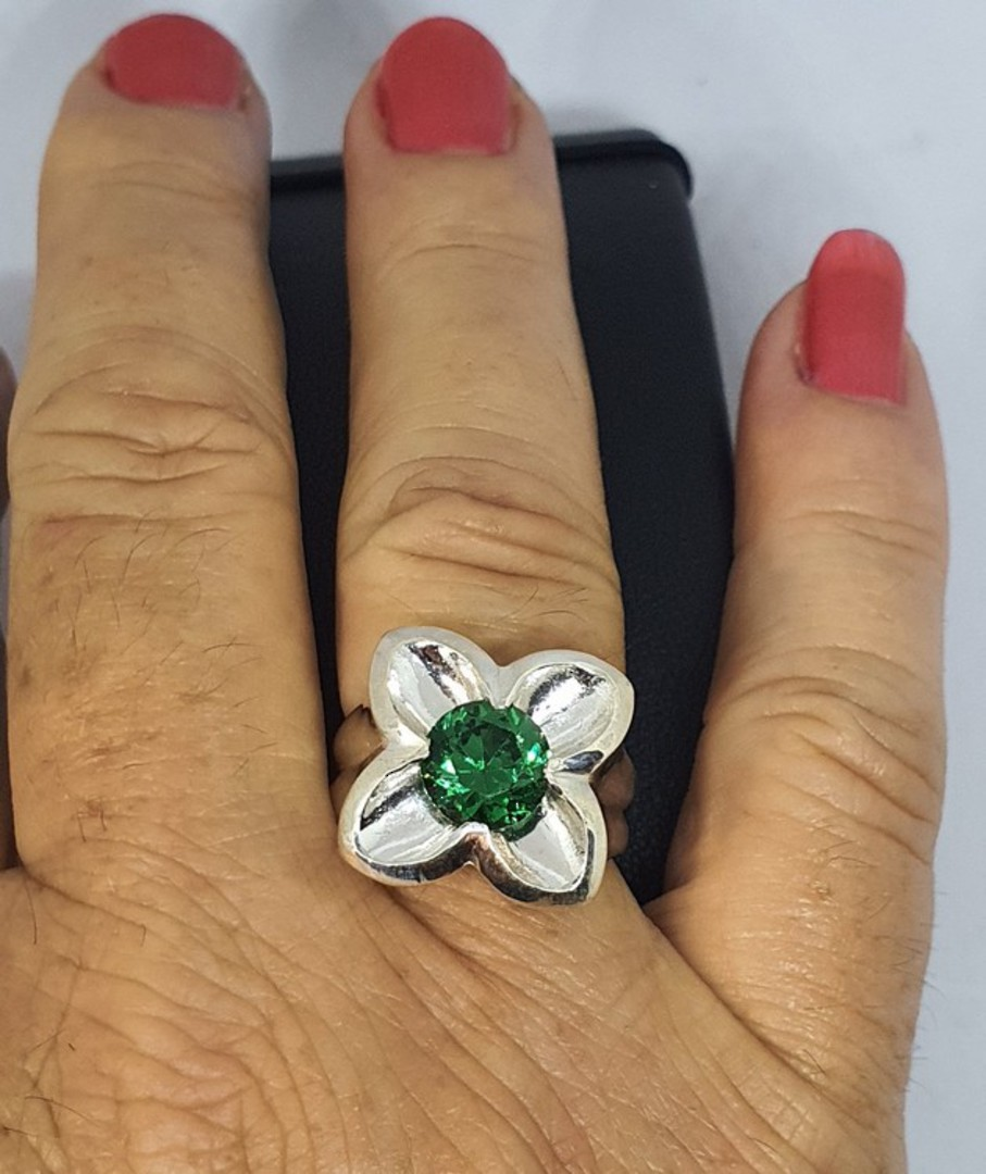 Sterling silver flower ring with green quartz image 0