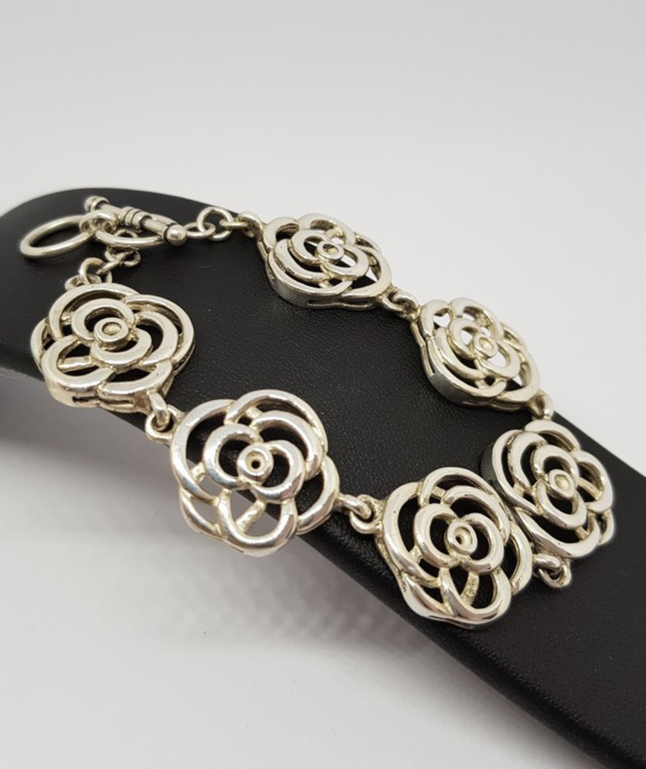 Exquisite, NZ made sterling silver flower bracelet image 0