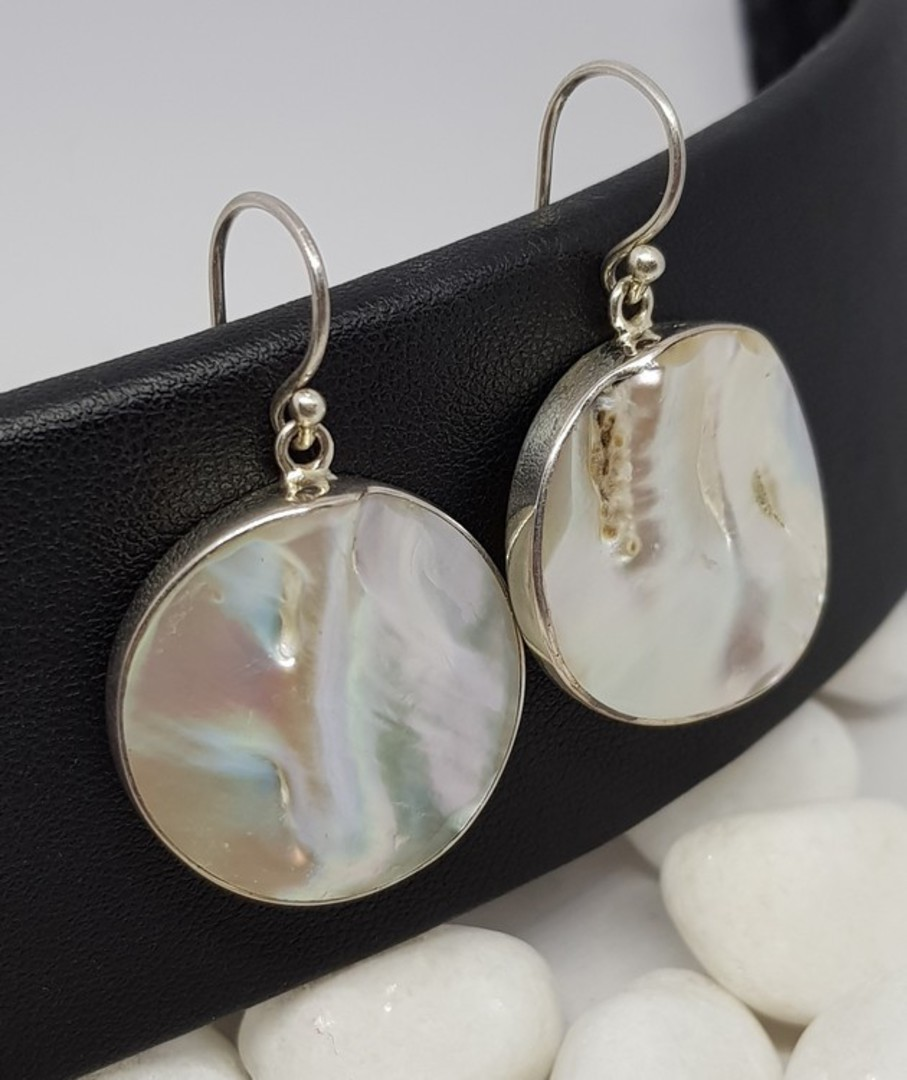 Large round mother of pearl earrings image 3