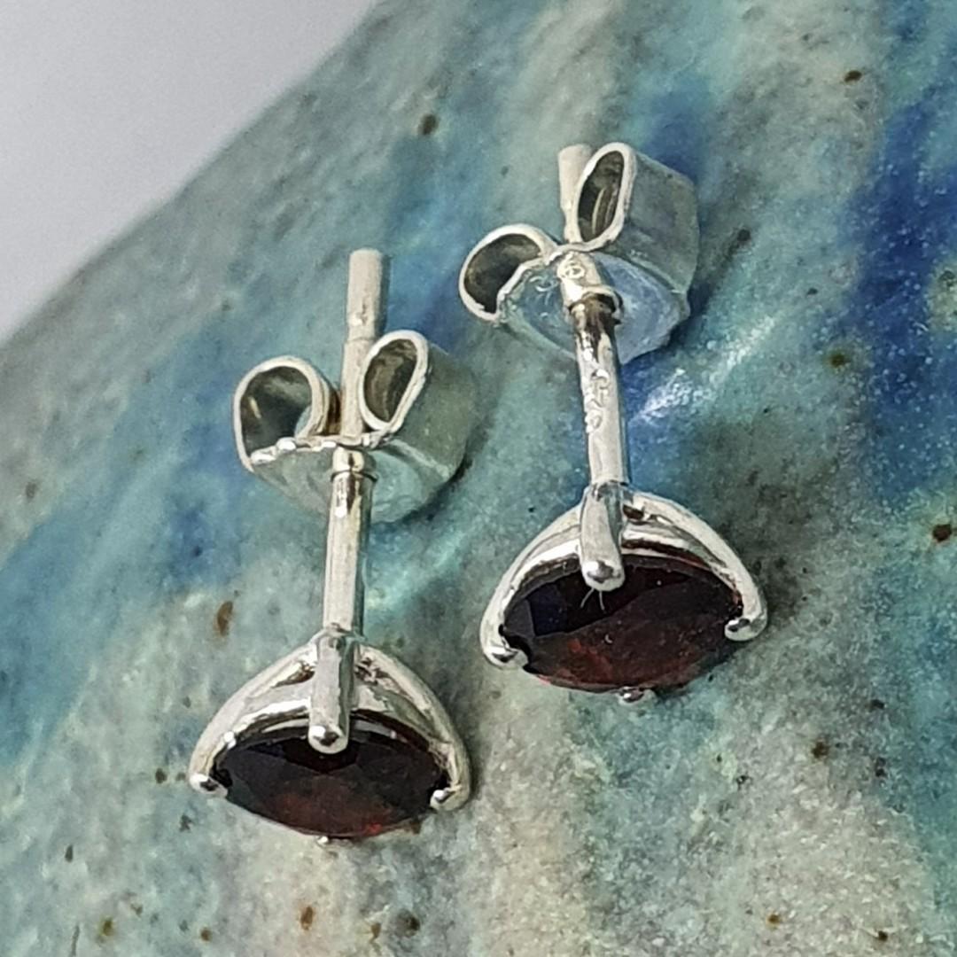 Deep red garnet silver stud earrings image 2