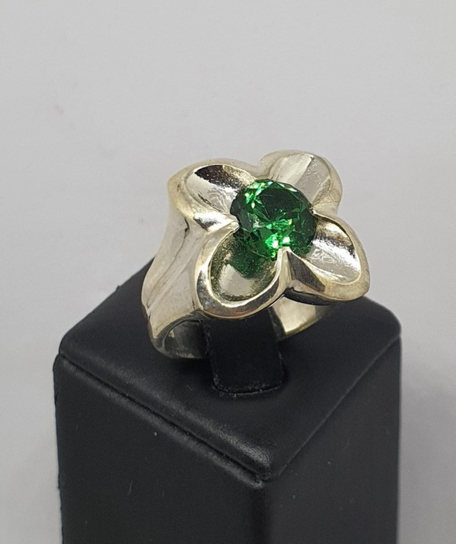 Sterling silver flower ring with green quartz image 2