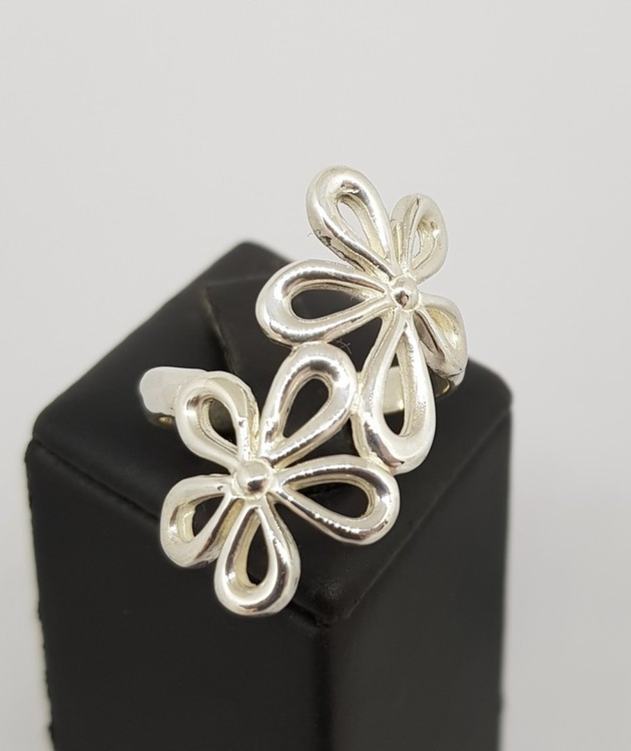 Sterling silver daisy flower ring image 0
