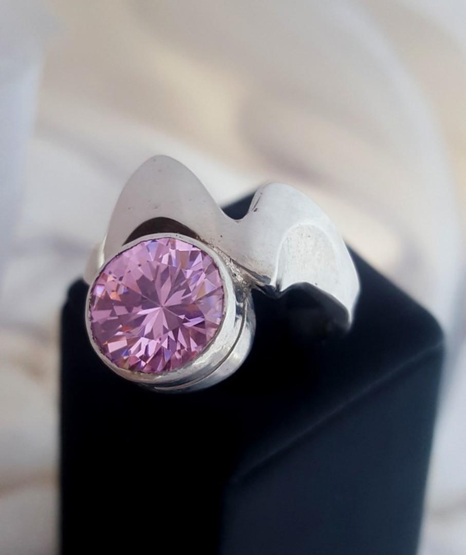 Sparkling pink gemstone ring image 0