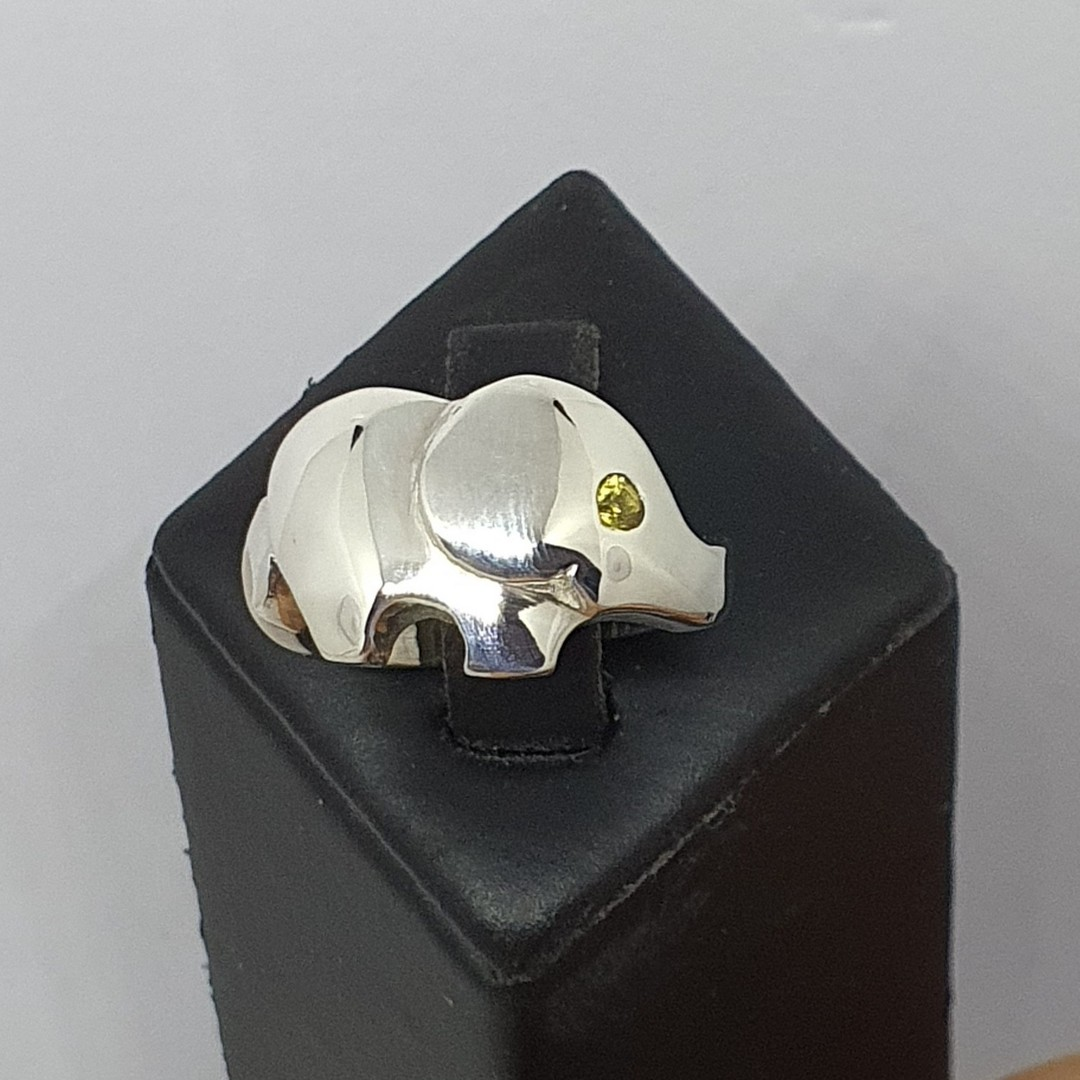 Sterling silver elephant ring with green sapphire image 2