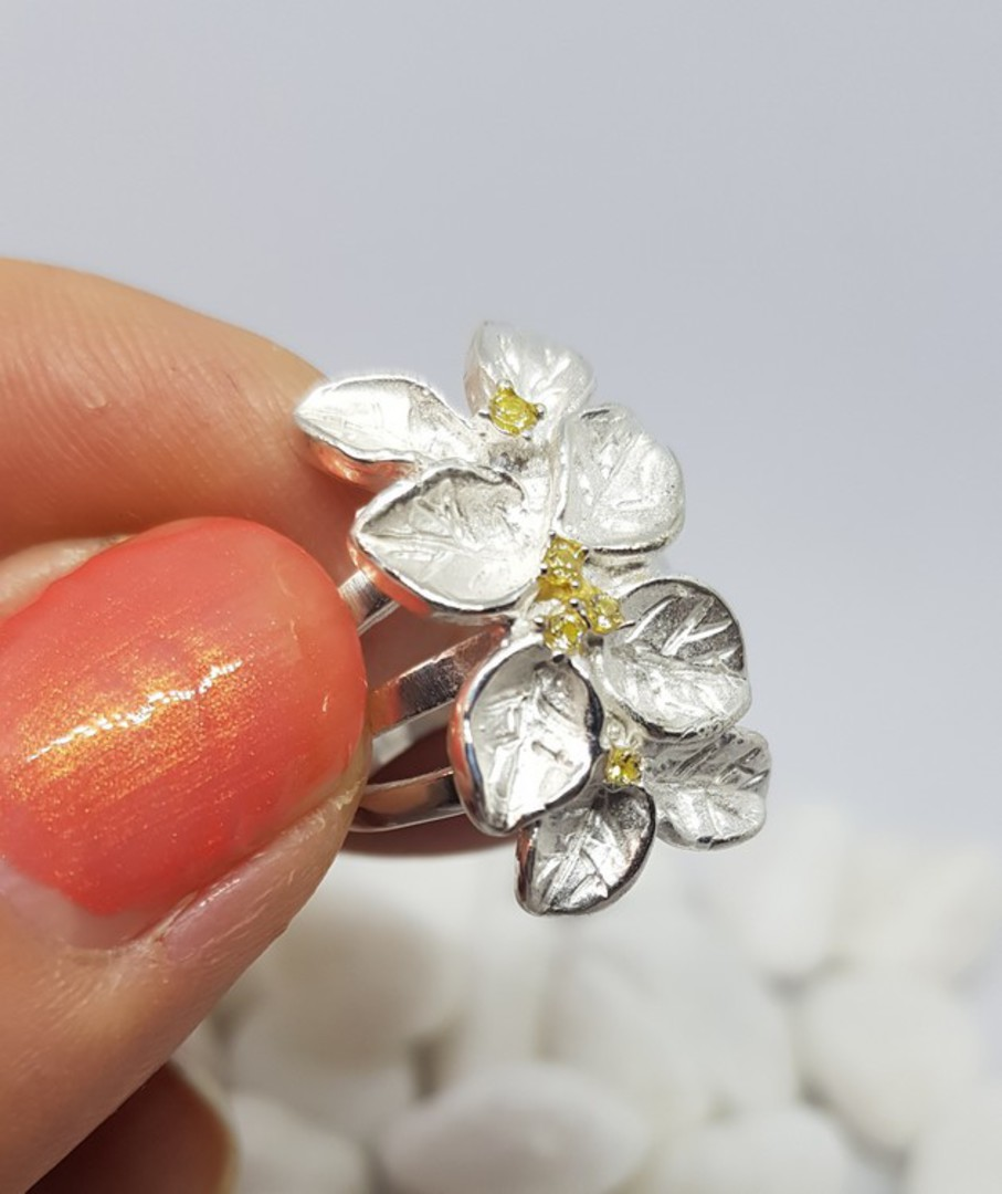 Sterling silver flower ring with tiny gemstones image 0