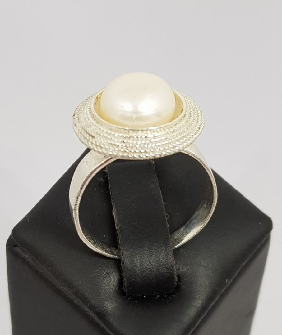 Sterling silver white pearl ring image 0