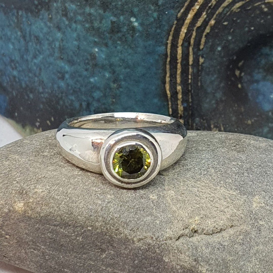 Sterling silver synthetic perdiot ring made in NZ image 3