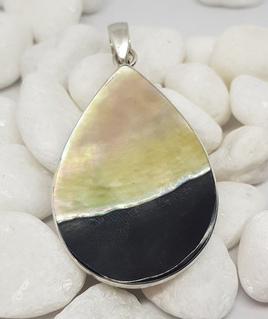 Black and caramel silver shell pendant image 1