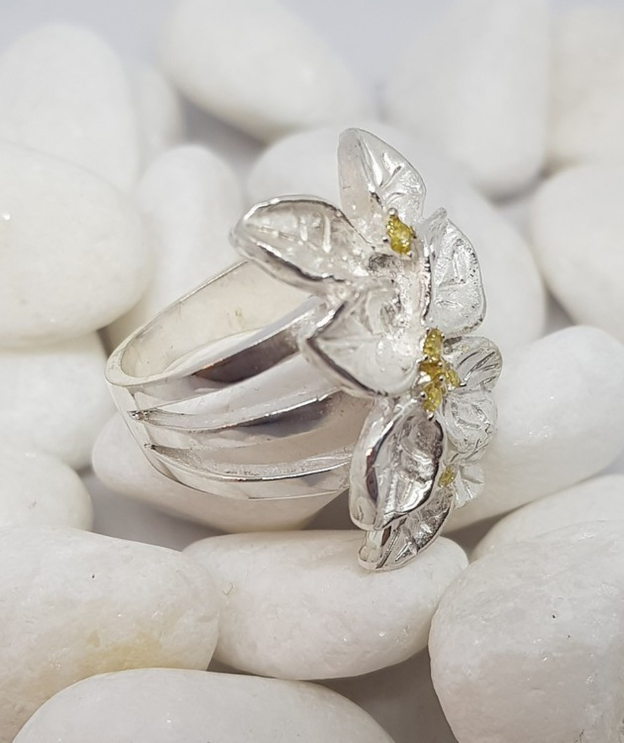 Sterling silver flower ring with tiny gemstones image 2