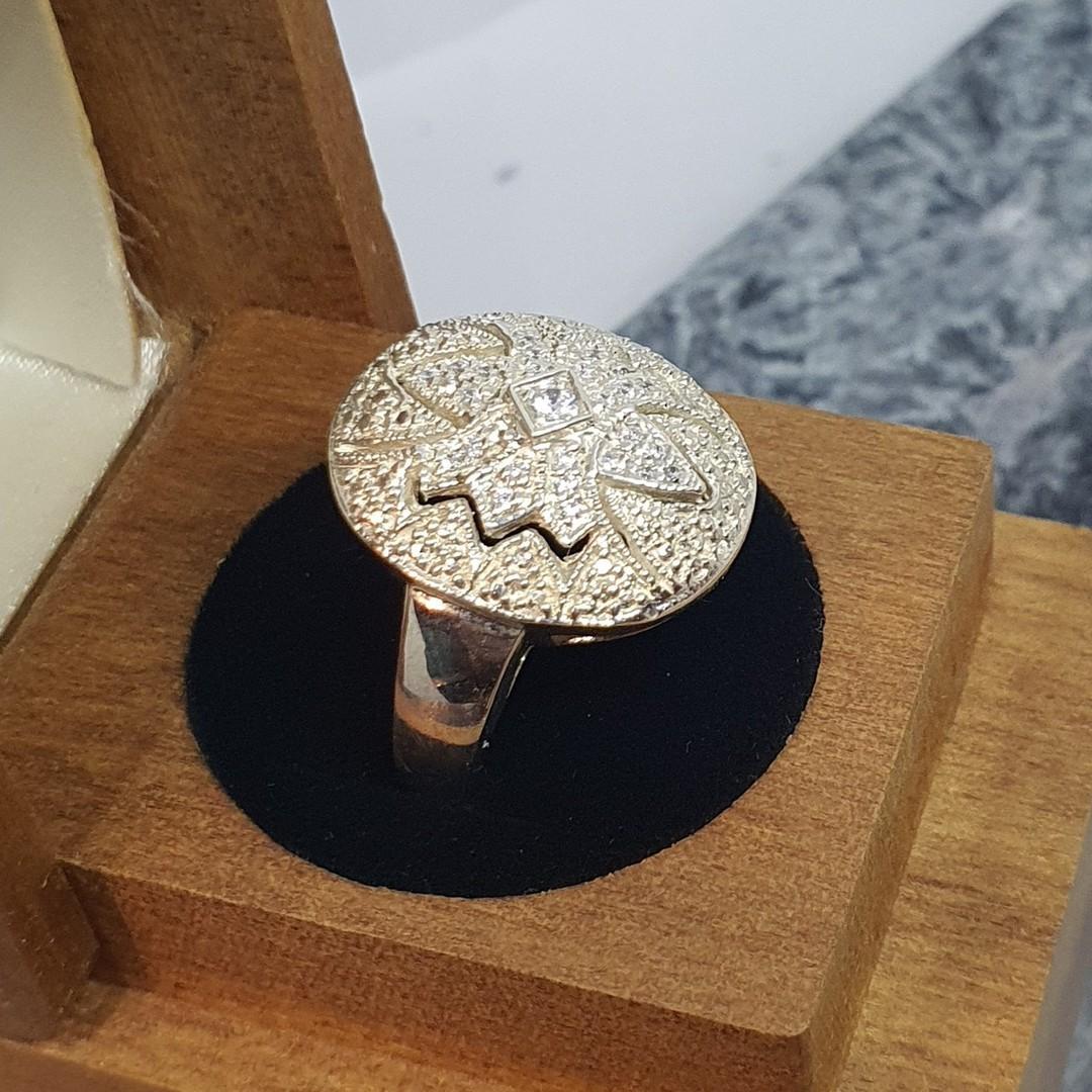 Sparkling cubic zirconia dress ring image 4