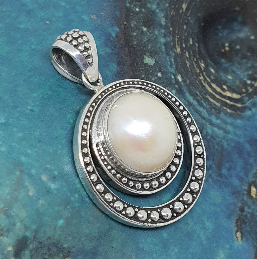 Large round silver pearl pendant image 0