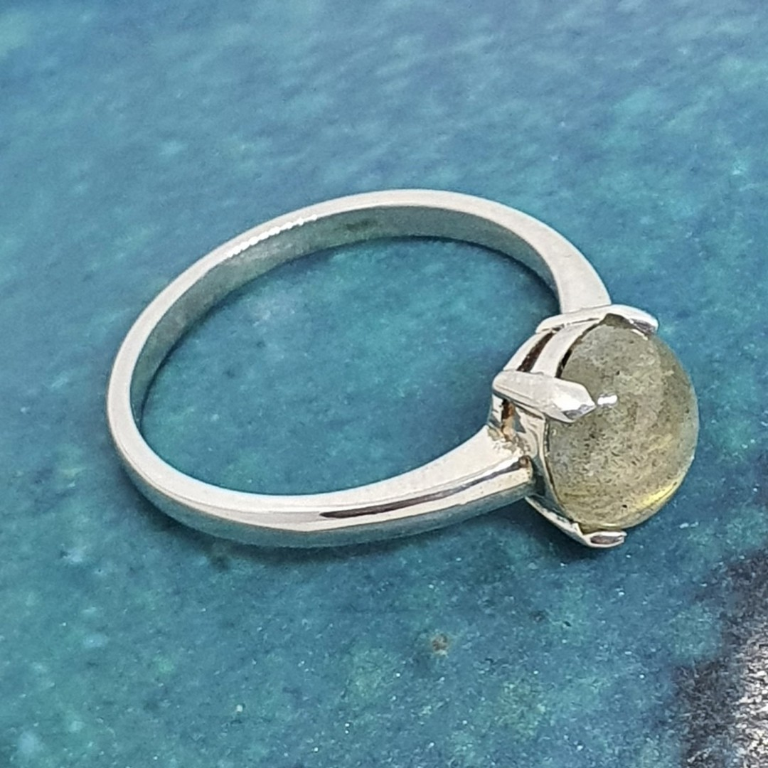 Small oval labradorite sterling silver ring image 3