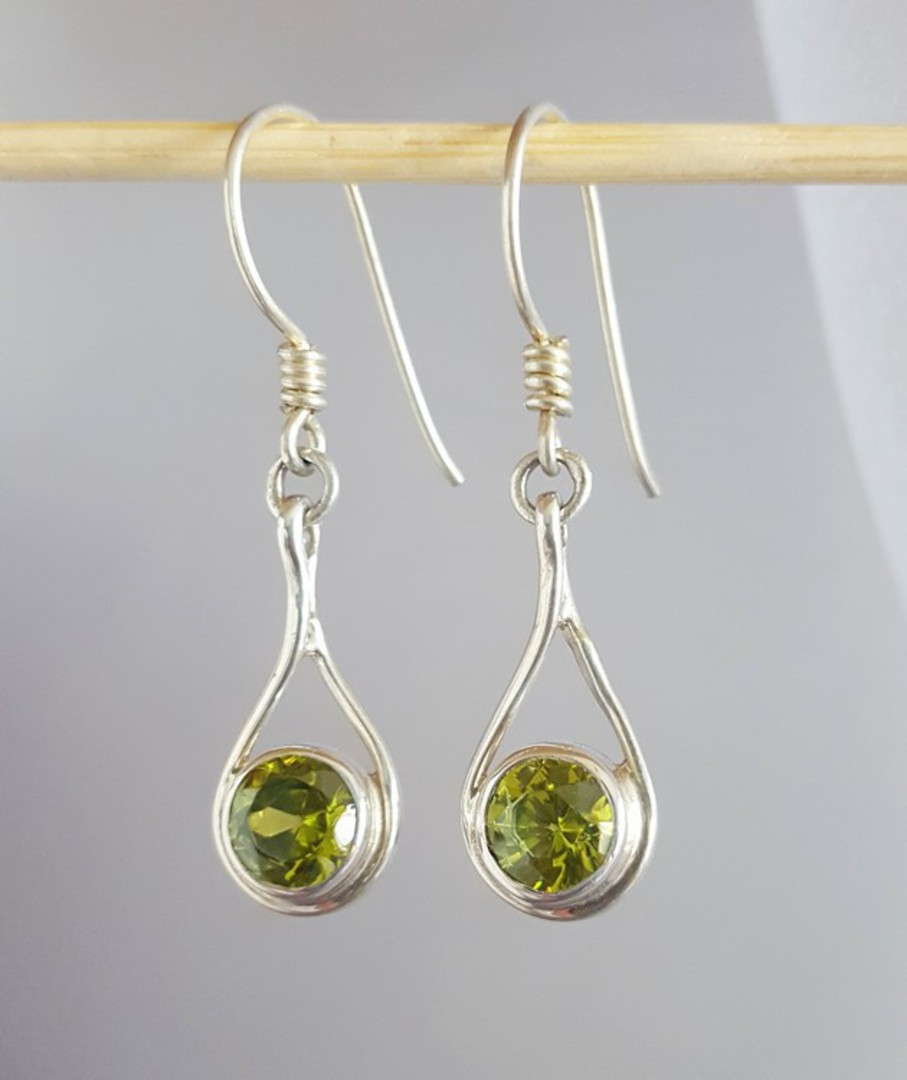Sterling silver peridot earrings image 3