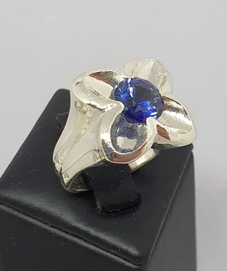 Silver flower ring with sparkling deep blue stone image 0