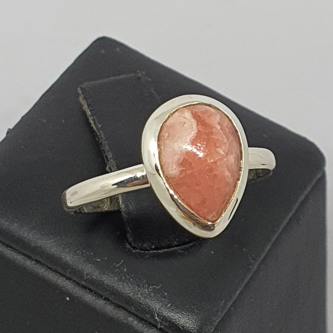 Teardrop rhodochrosite gemstone ring image 0