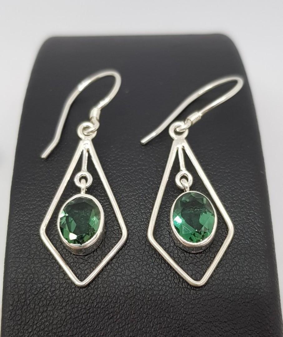 Open kite shape silver earrings with green quartz image 2
