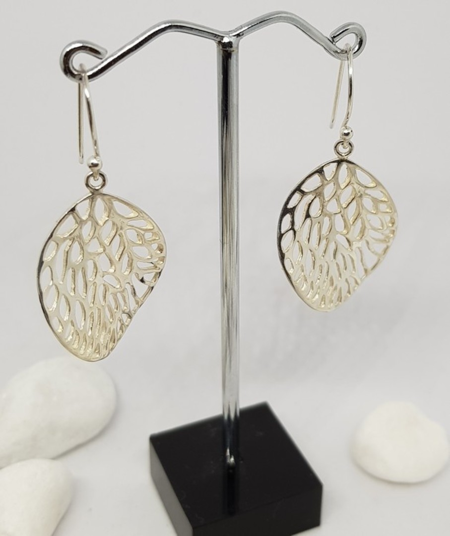 Fun leaf earrings with infinite holes image 1