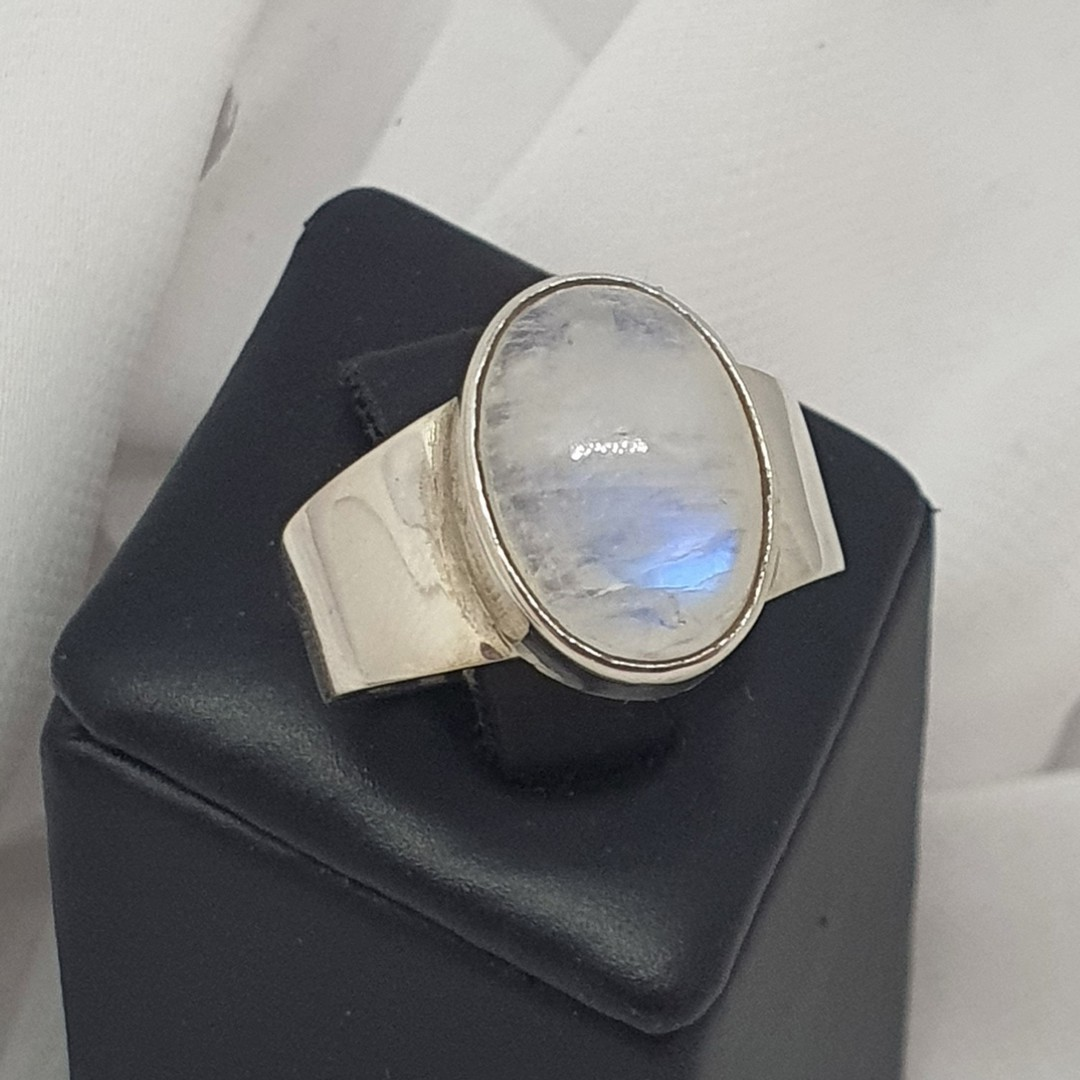 Sterling silver oval moonstone ring image 3