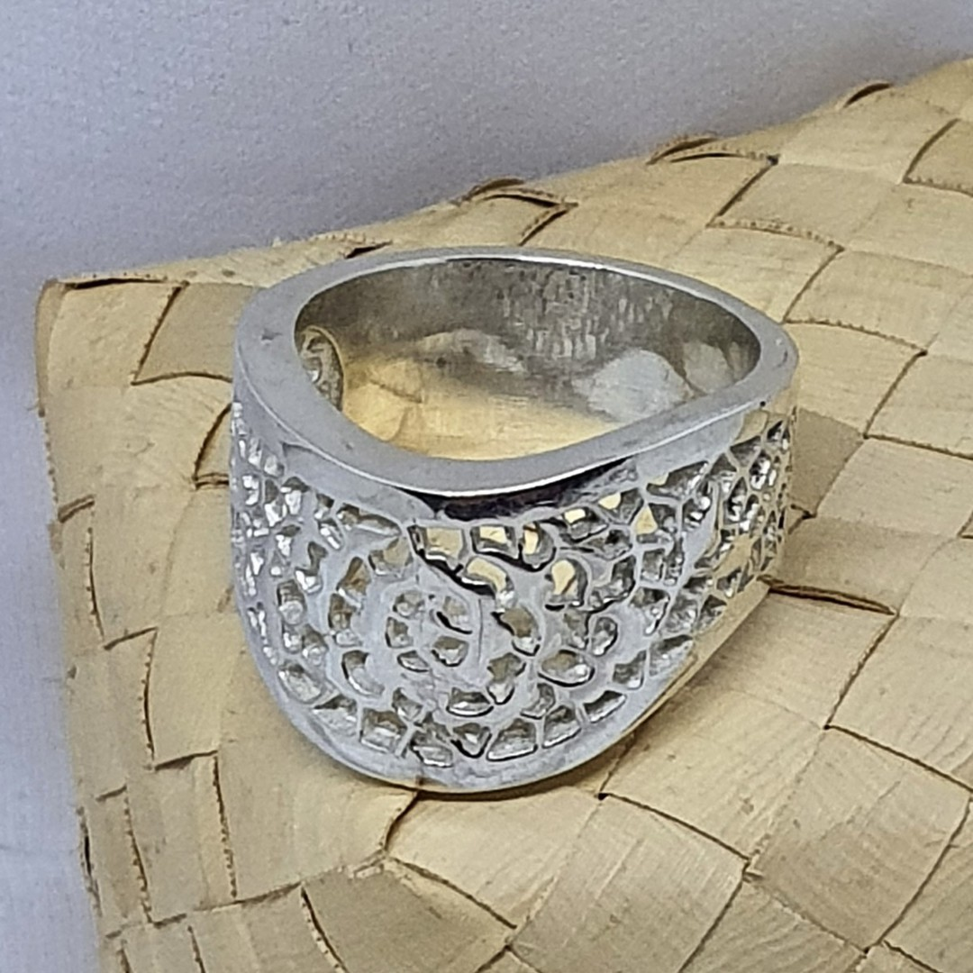 Chunky lace silver ring, made in NZ image 3
