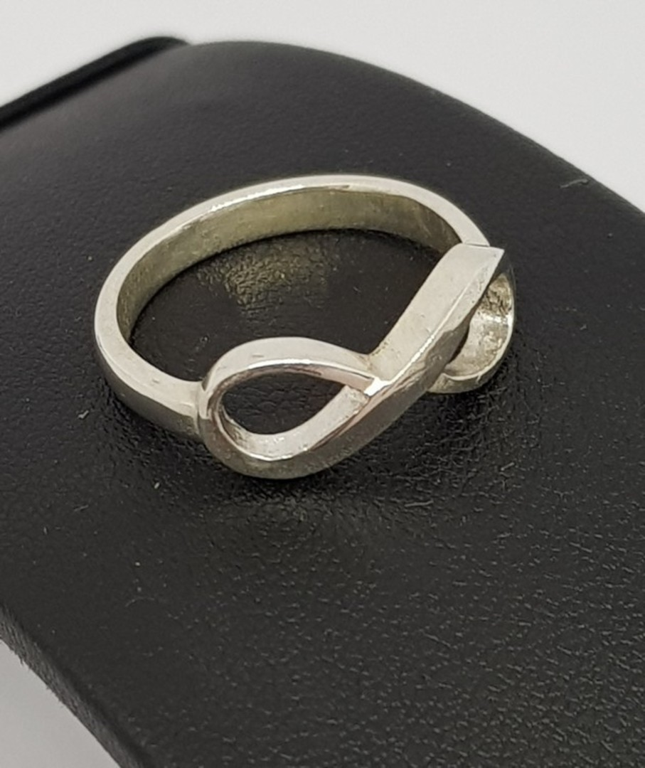 Sterling silver infinity ring band - made in NZ image 3