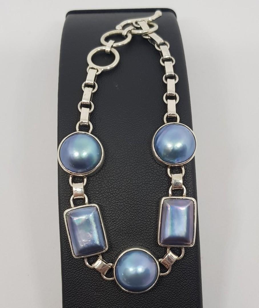 Blue/grey pearl bracelet image 3