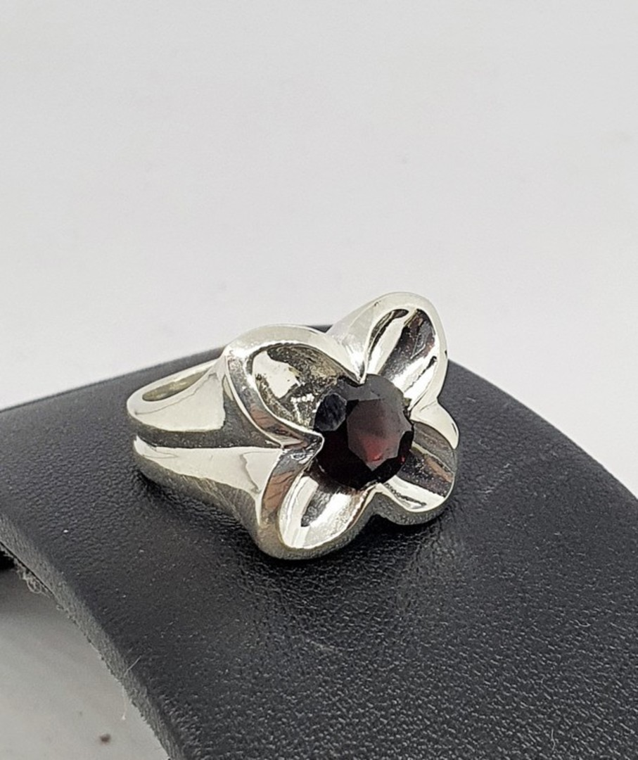 Sterling silver flower ring with garnet image 0