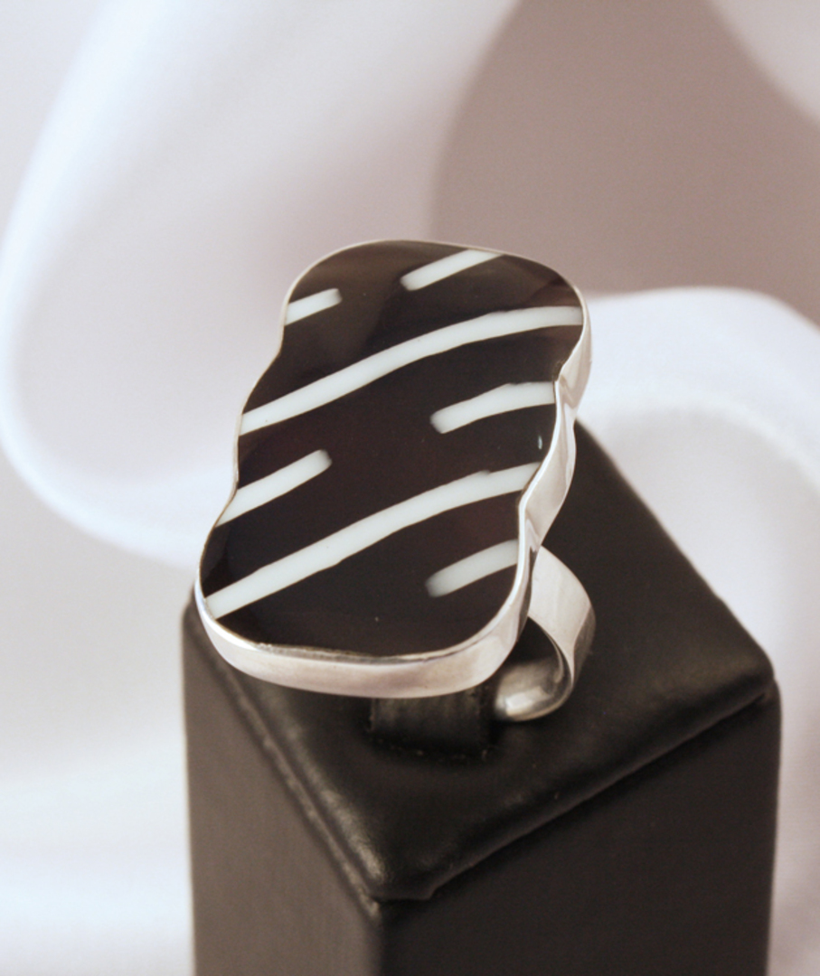 Stylish black and white silver ring, always on trend image 0