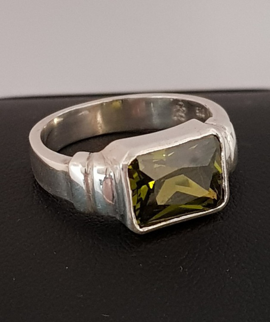 Sterling silver green gemstone ring, rectangle shape image 3
