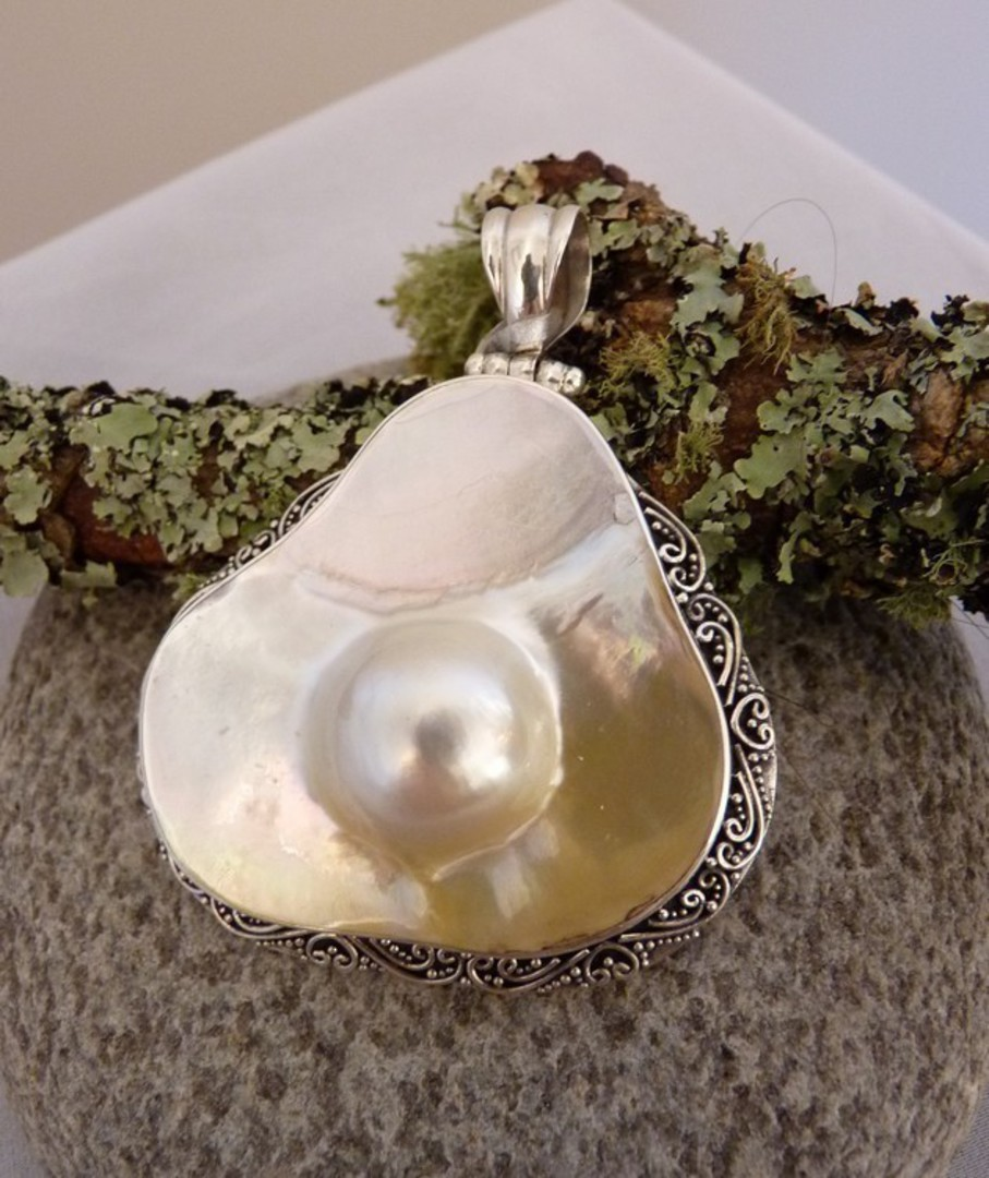 Large mother of pearl pendant with blister pearl image 2