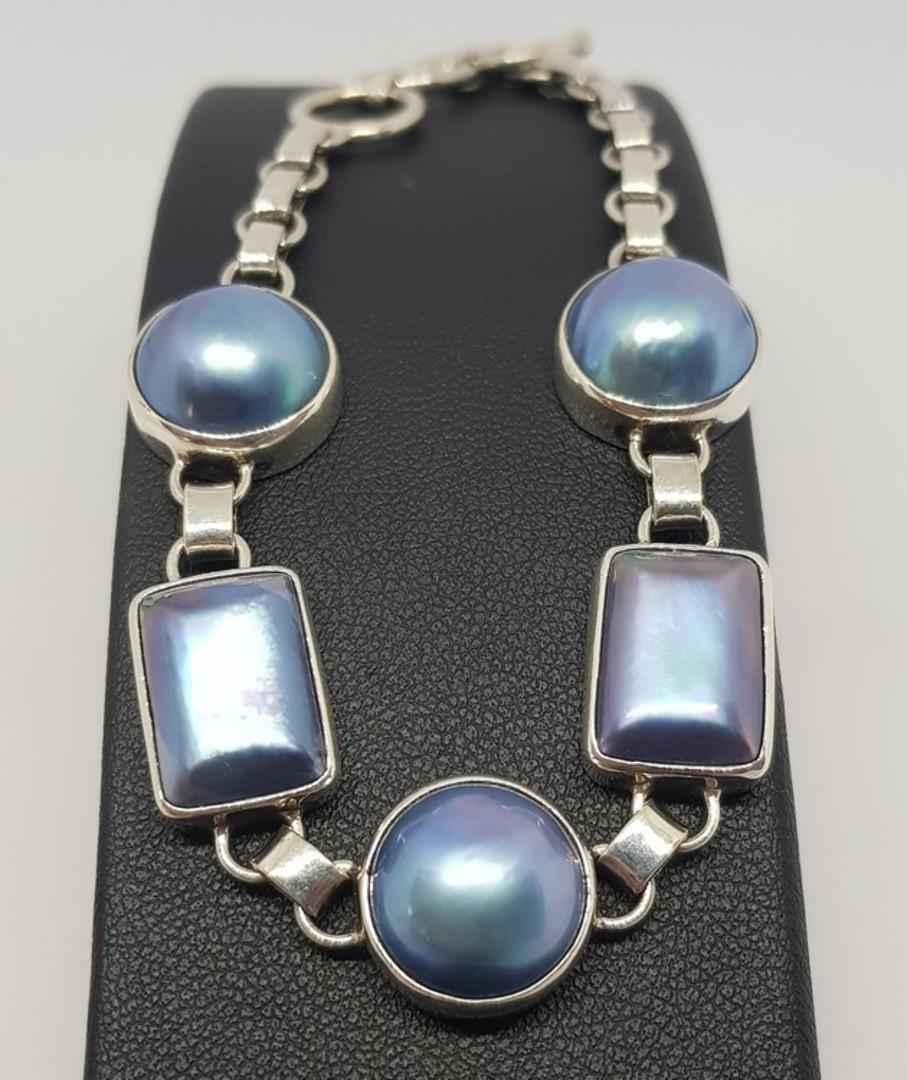 Blue/grey pearl bracelet image 1