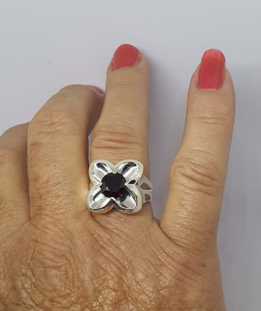 Sterling silver flower ring with garnet image 2