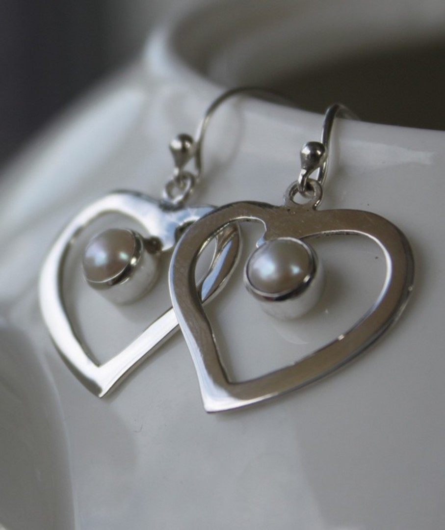 Silver heart earrings with gorgeous white pearl image 0