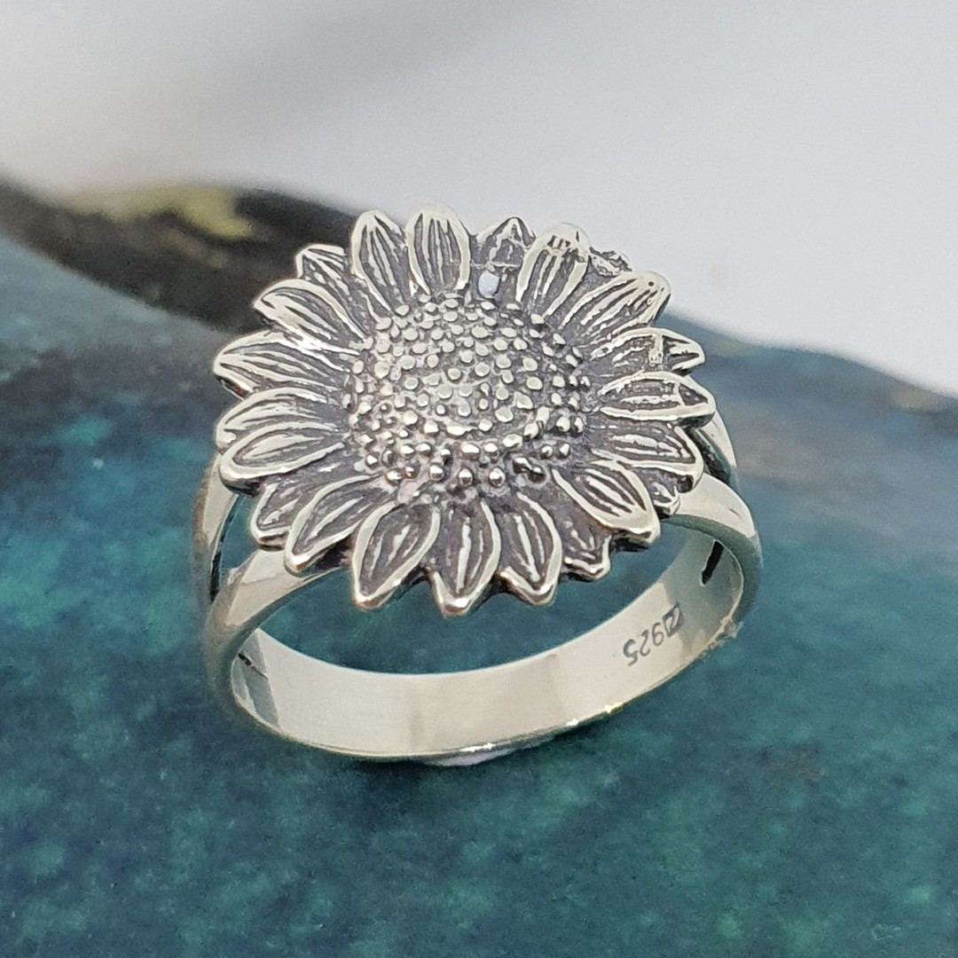 Sterling silver daisy ring - one only image 2