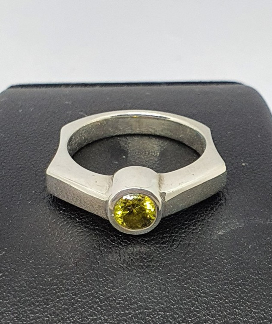Sterling silver ring with single green gemstone image 3