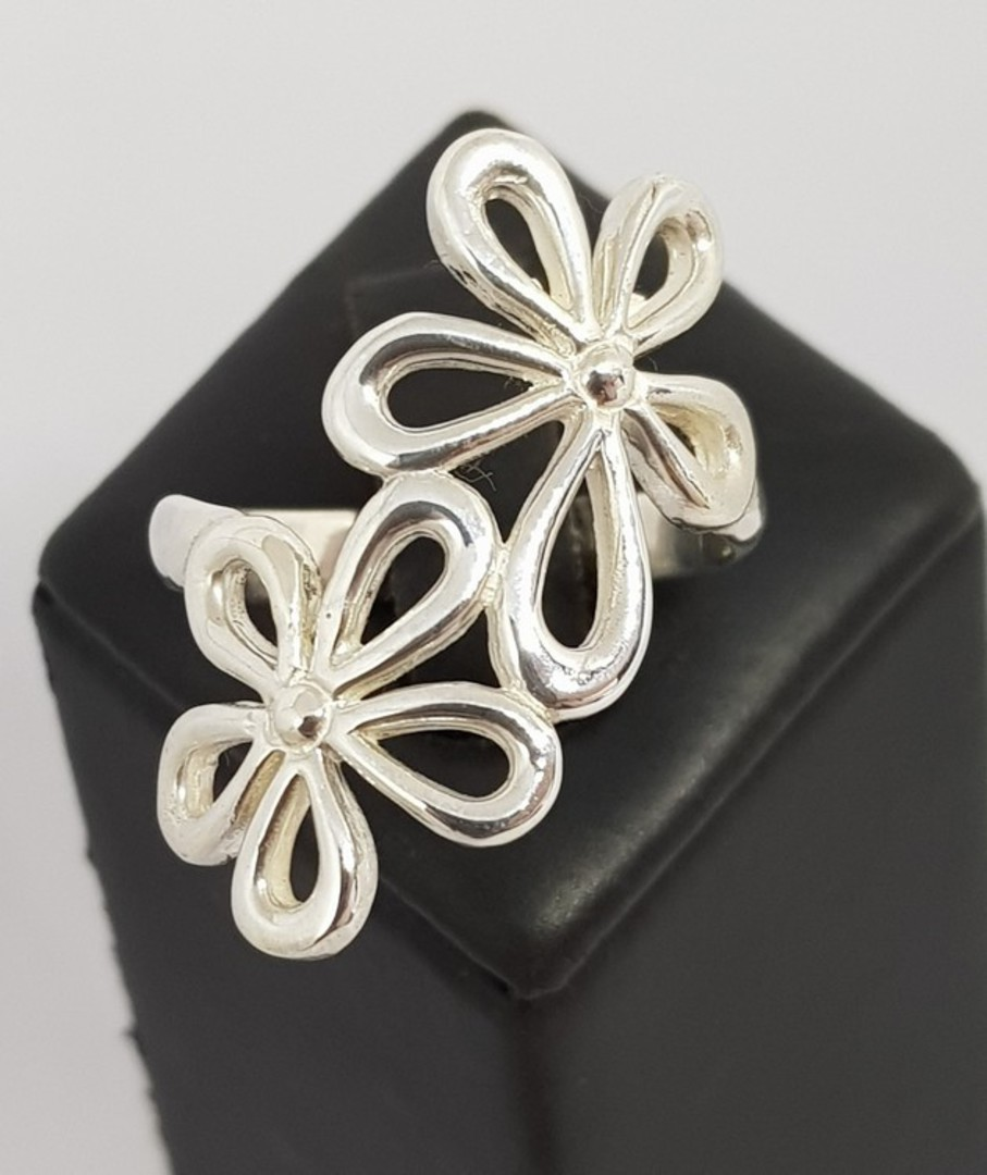 Sterling silver daisy flower ring image 2