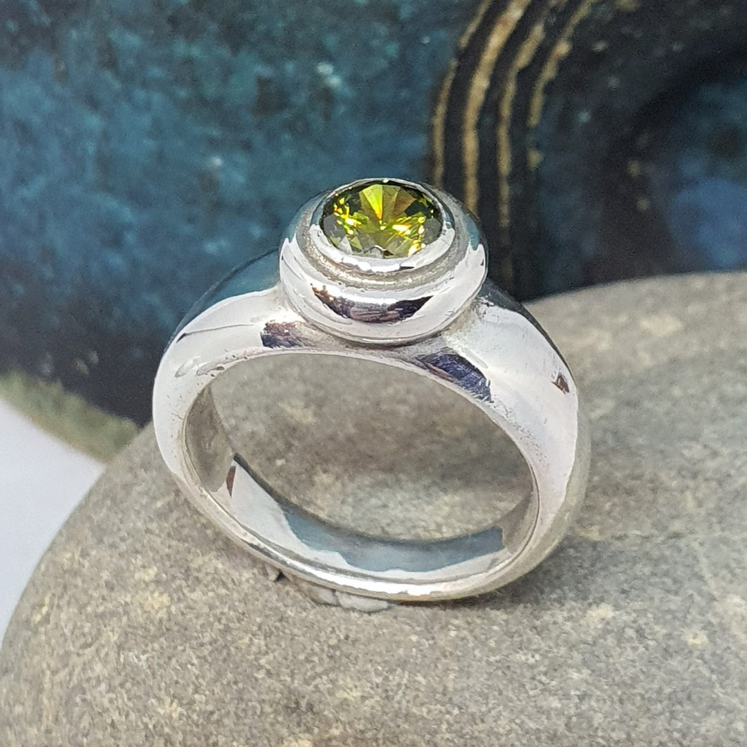 Sterling silver synthetic perdiot ring made in NZ image 0