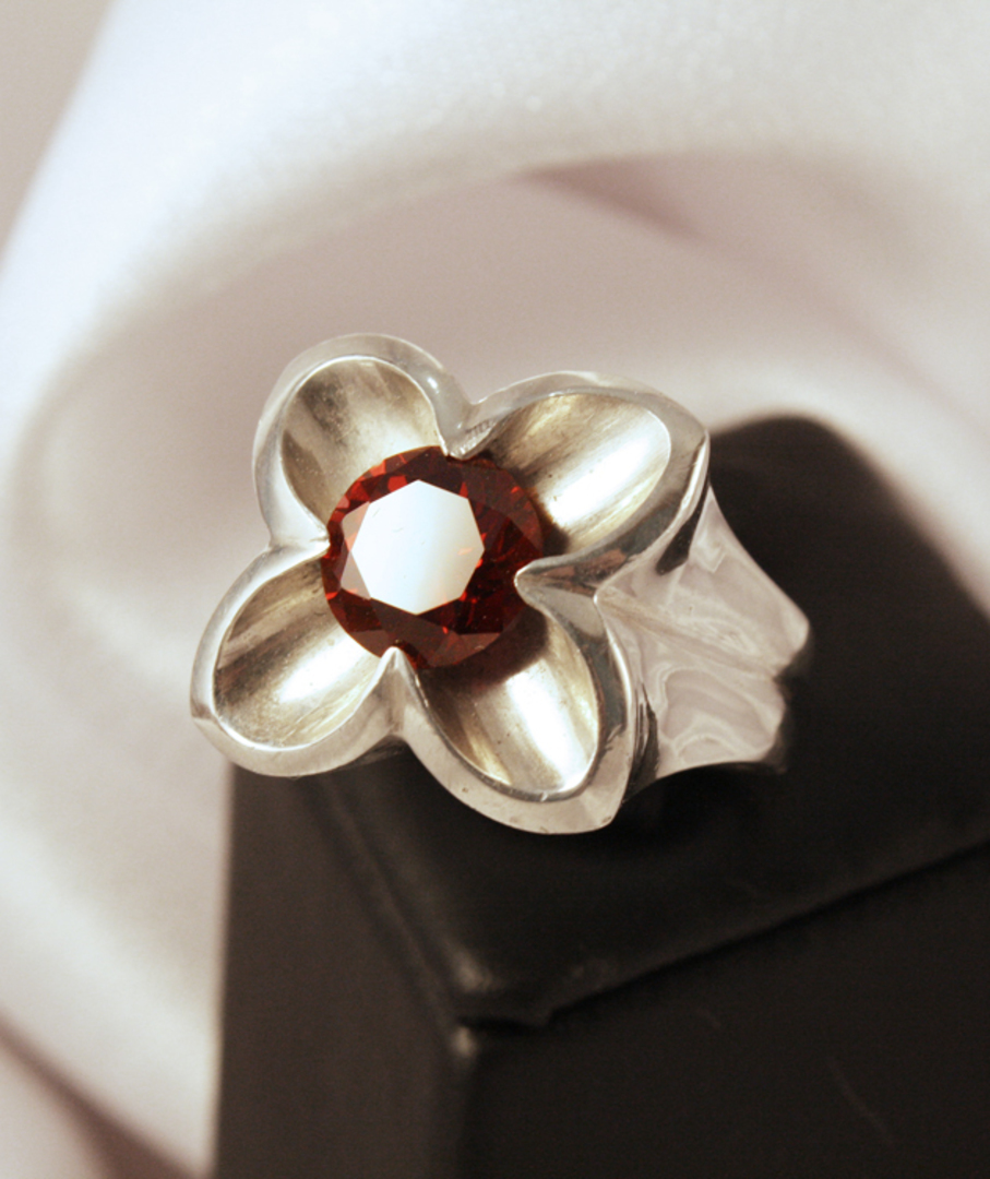 Sterling silver flower ring with garnet image 1