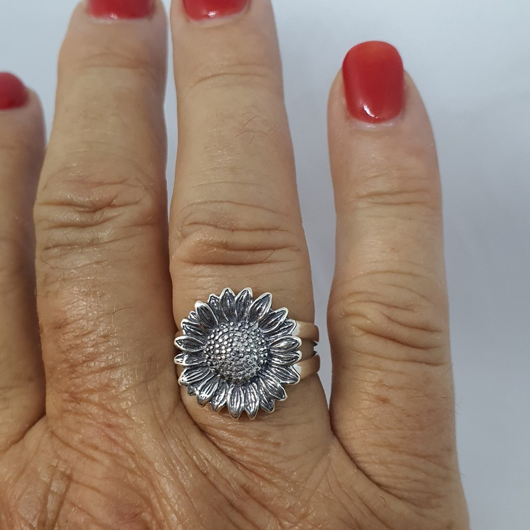 Sterling silver daisy ring - one only image 1