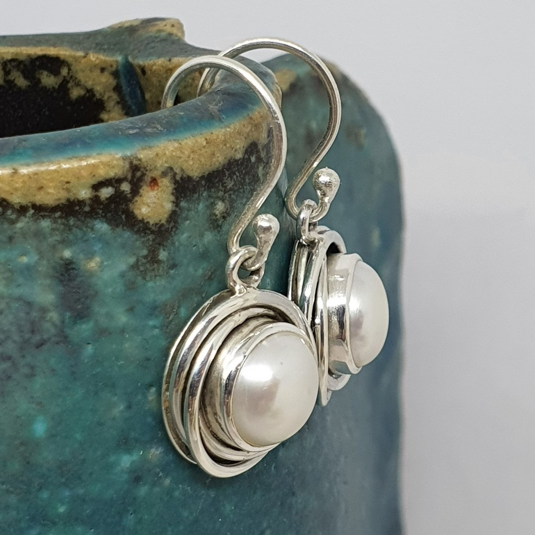 Modern design, silver pearl earrings image 2