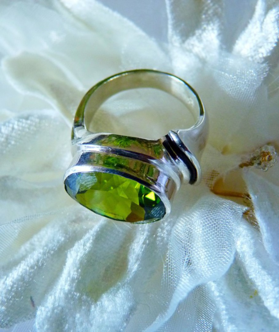 Large oval green facet gemstone silver ring image 2