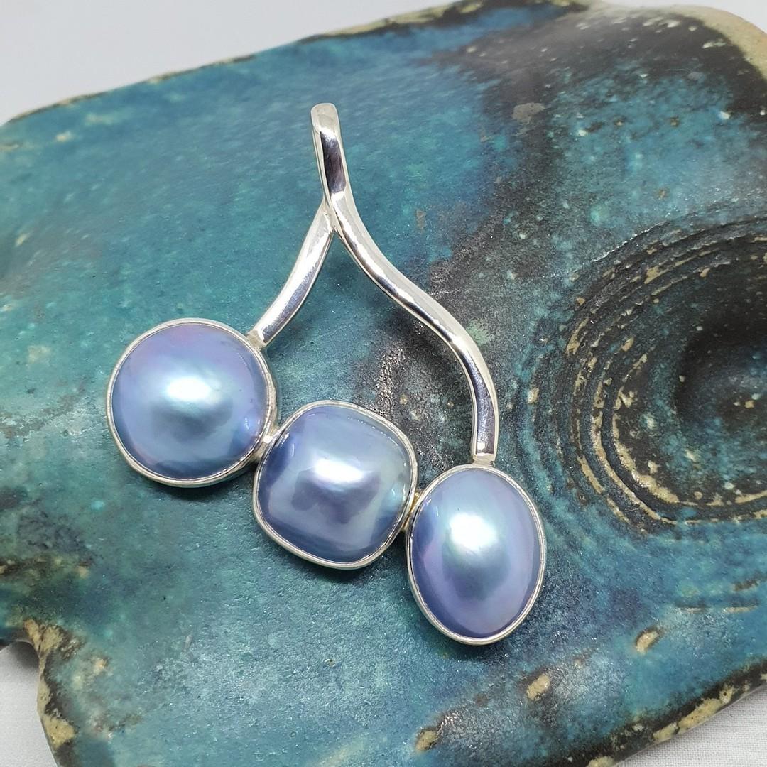 Unusual three grey pearl pendant image 0